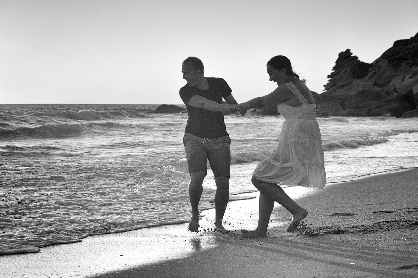Sesión de Fotos Preboda. Novios en Playa de Cádiz